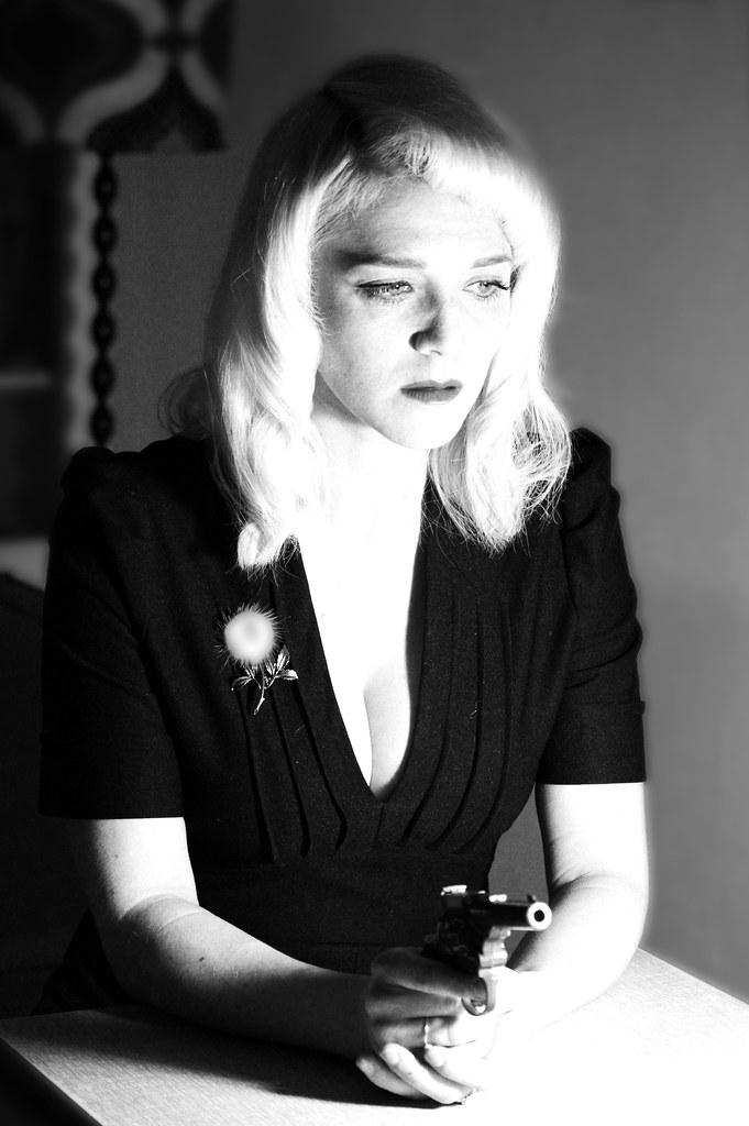 Film Noir Femme Fatale Gun femme fatale with gun my sister and i had a ...