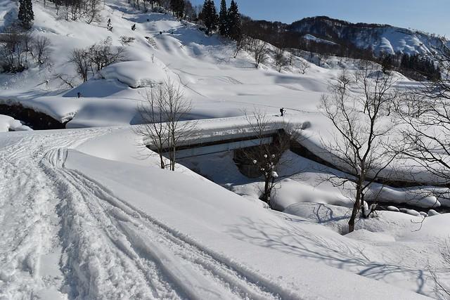 冬の守門岳 登山口の橋