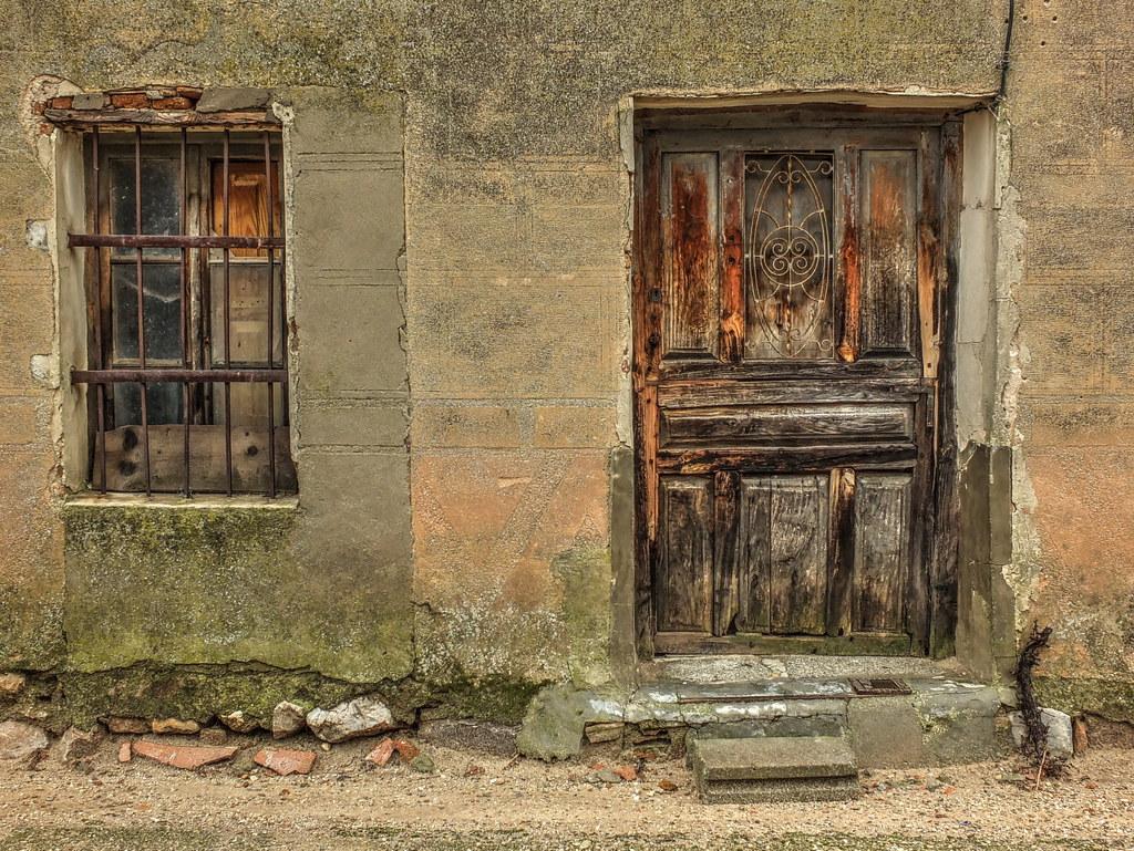 Puerta vieja old door puerta vieja en una casa for Puerta vieja madera