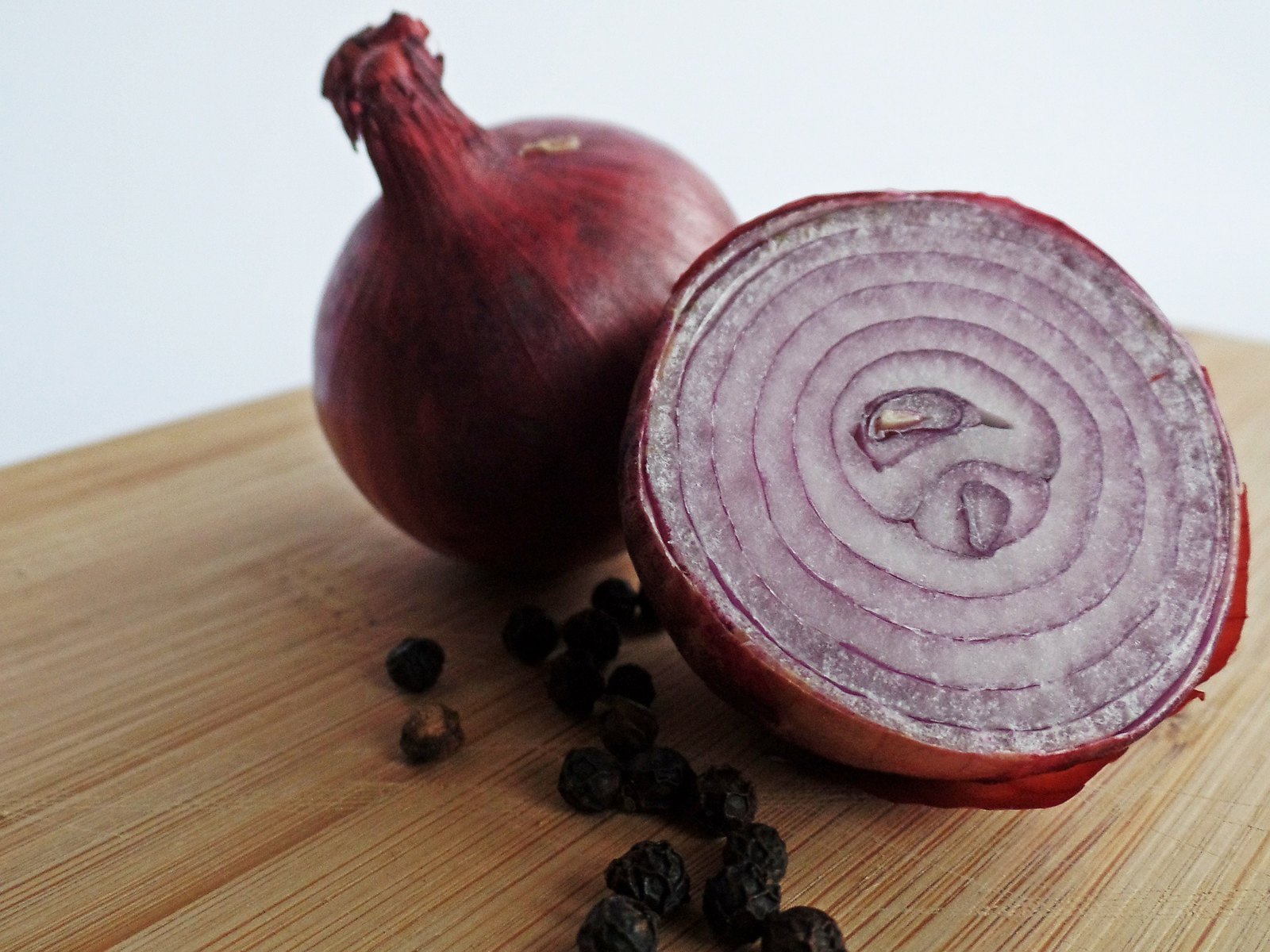 red-onions-498845_1920