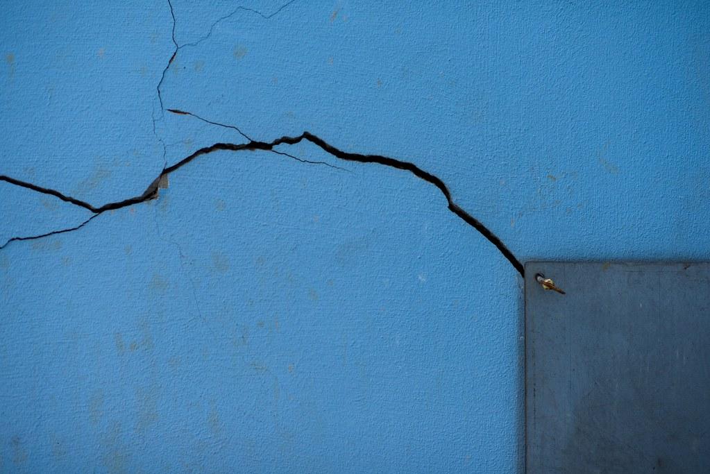 Black cracks and blue geir t nnessen flickr - Como arreglar mi jardin ...