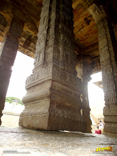 Hanging Pillar in Veerabhadra Swamy Temple at Lepakshi, in Andhra Pradesh, India