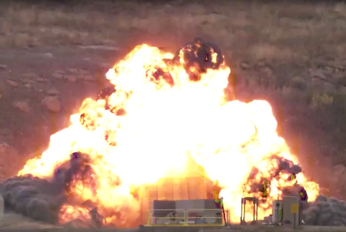 A The What's Explosion Detonation And Difference Between An Pw7x6fq