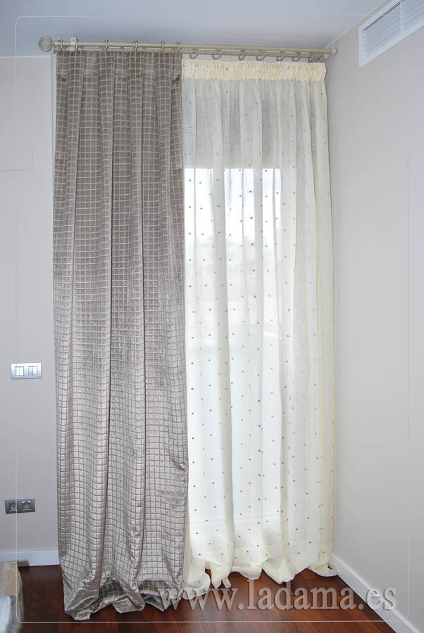 Cortinas de lino con doble cortina terciopelo y barra de f for Doble cortina para salon