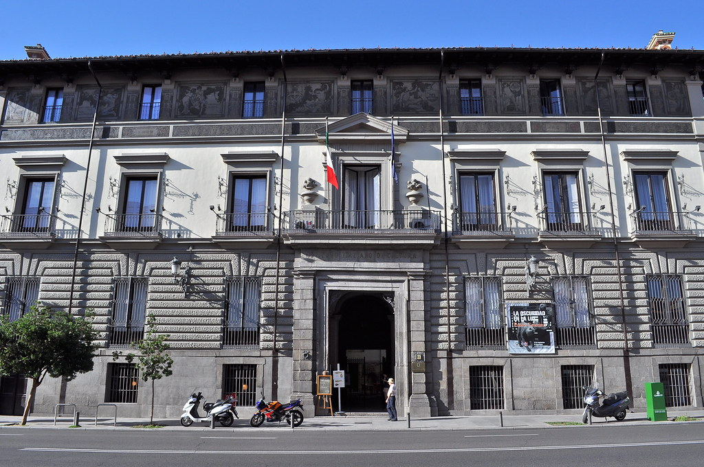Fachada del palacio de abrantes 1653 calle mayor 86 ma for Instituto italiano de cultura madrid