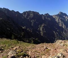 La fin de la montée au col 1850m depuis la Combe Rouge avec vue du Monte Saltare