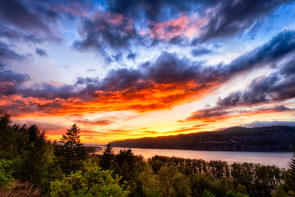 Columbia River Gorge Sunset By Michael Matti I Was Down In Flickr