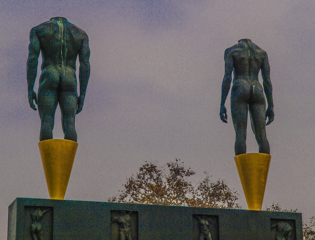 Life-Sized Bronze Nude Statues Of Male And Female Athletes -9277