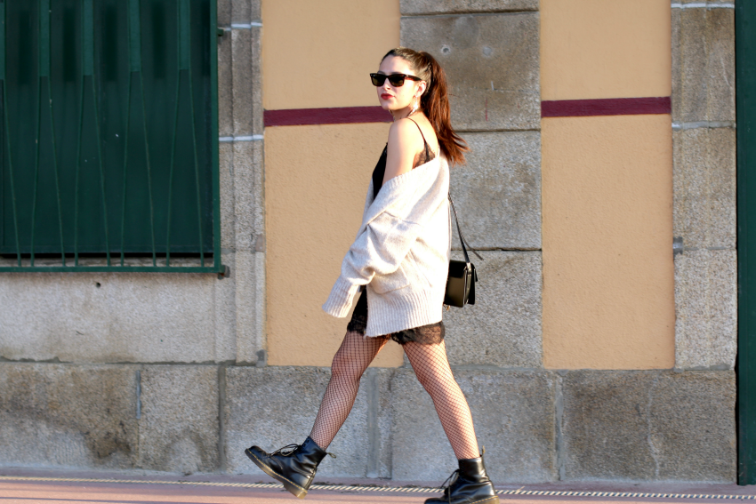 vestido-lencero-con-botas