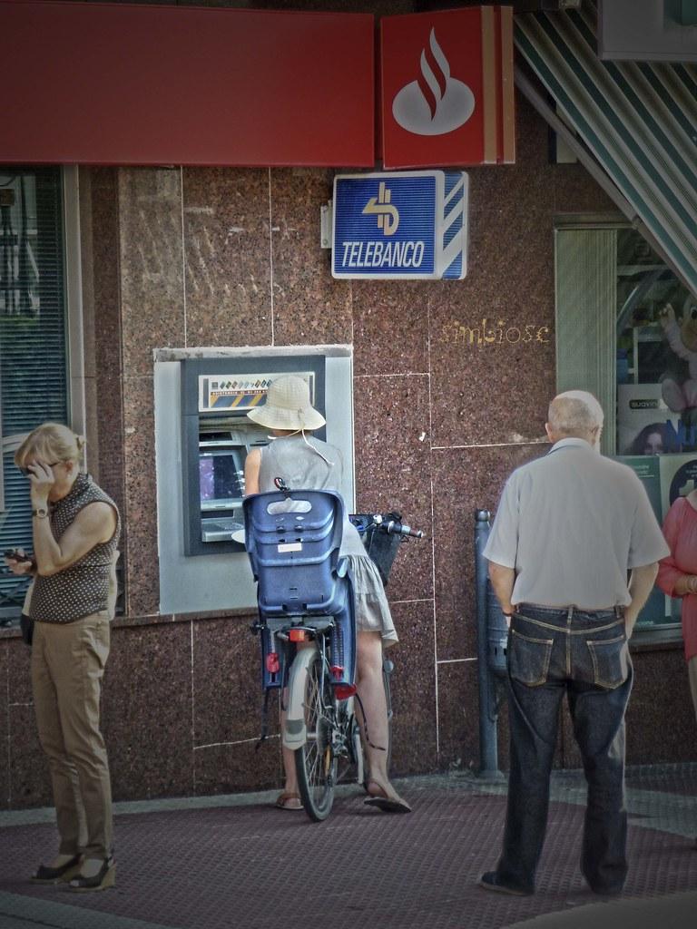 cajero banco santander saquemos dinero y hagamos las comp