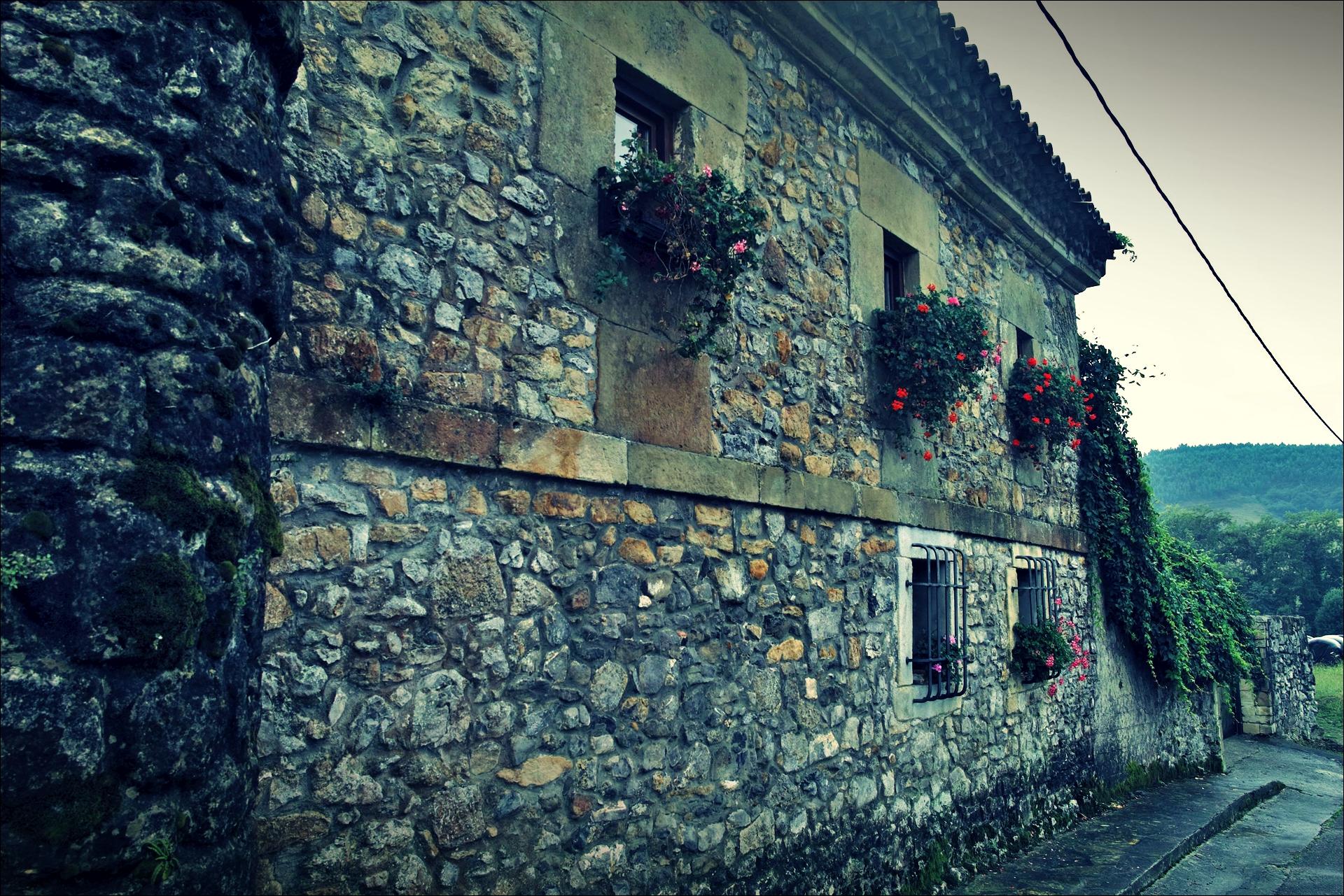 돌집-'카미노 데 산티아고 북쪽길. 노하에서 궤메스. (Camino del Norte - Noja to Güemes)'