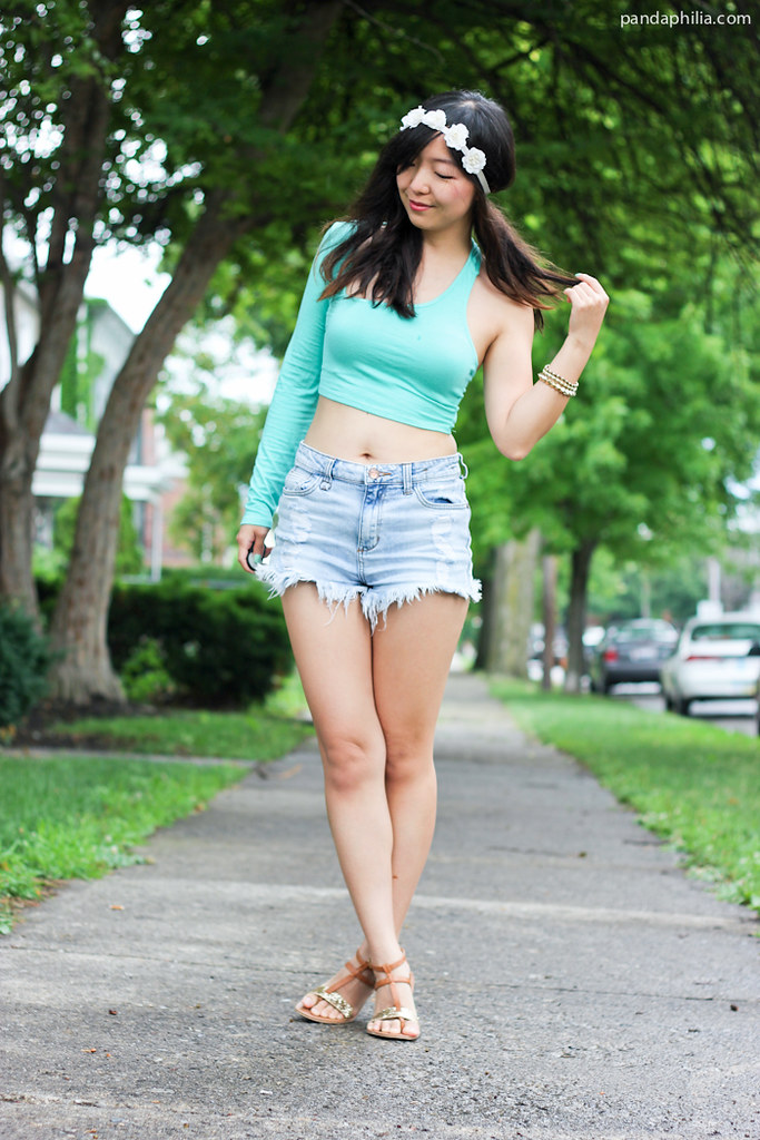 mint green crop top and high waisted shorts what to wear