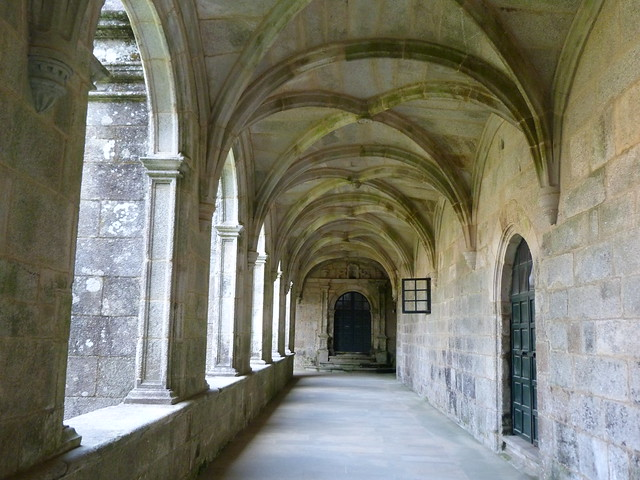 Claustro del Monasterio de la Armenteira (Rías Baixas, Galicia)