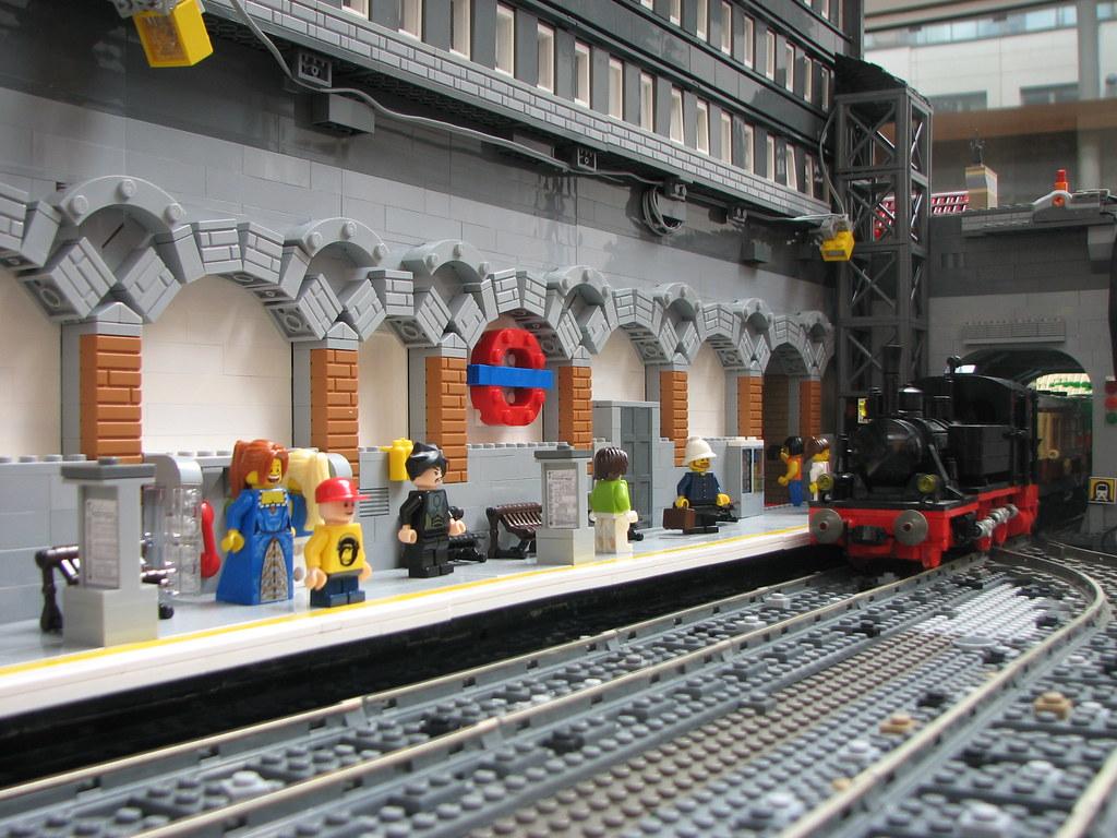 img 6072 lego subway station platform with steam. Black Bedroom Furniture Sets. Home Design Ideas