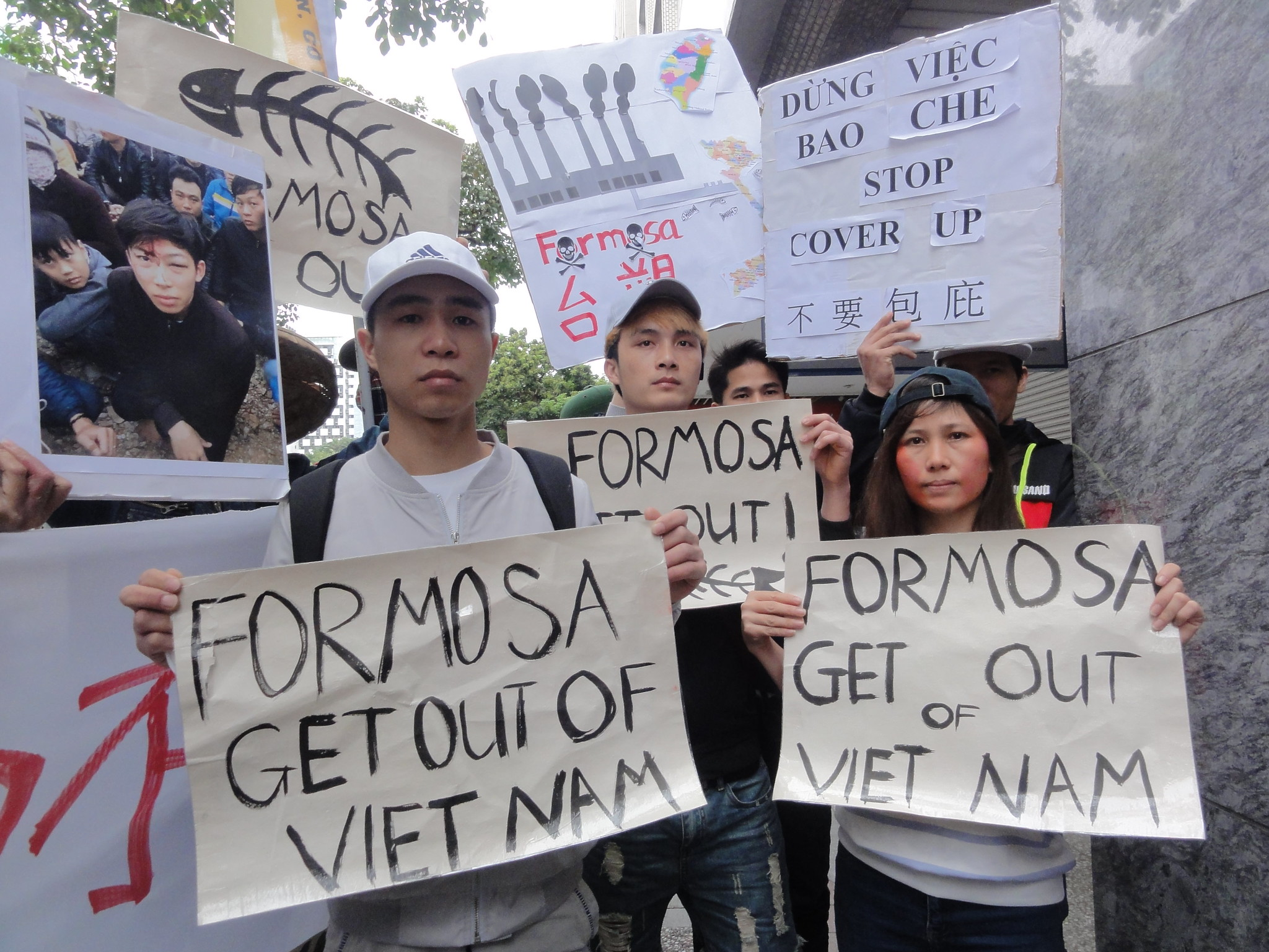 抗議台塑污染越南海洋,越南移工高呼:「Formosa Get Out Of Vietnam!」(攝影:張智琦)