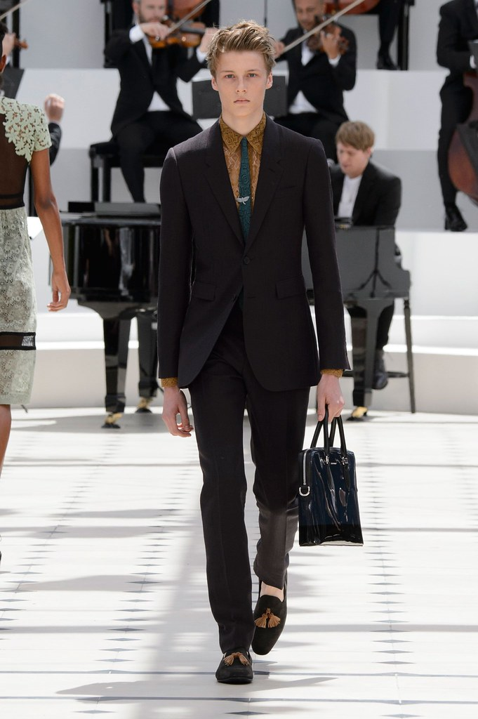 SS16 London Burberry Prorsum008_Hugh Laughton-Scott(fashionising.com)