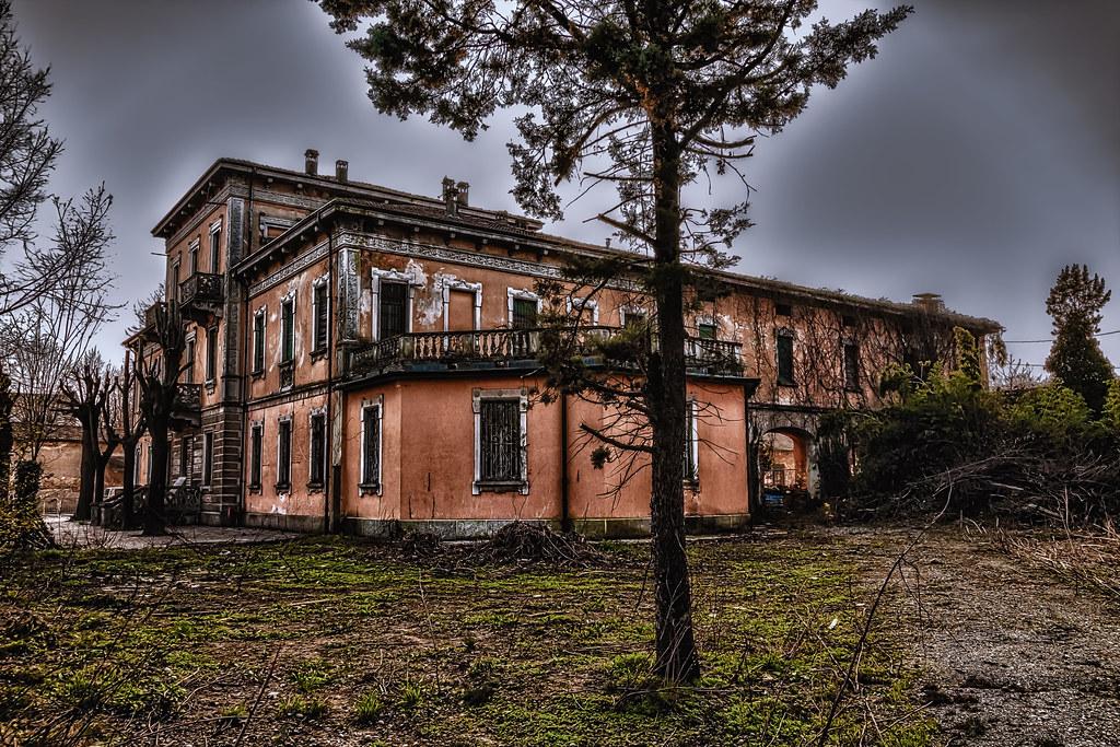 Antiche Ville Di Via Mattia Preti Al Vomero