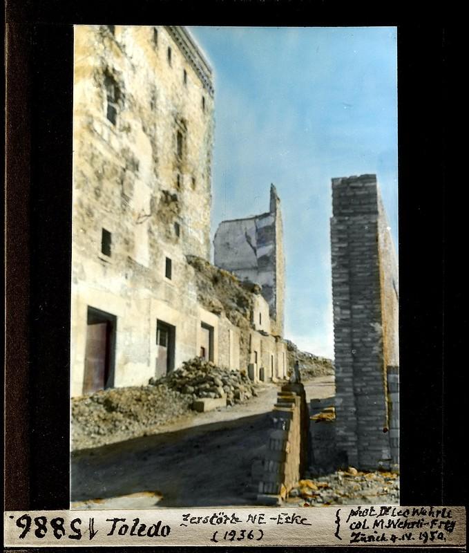 Alcázar de Toledo y Cuesta de Carlos V  fotografiados por Leo Wehrli el 4 de abril de 1950 (fotografía coloreada) © ETH-Bibliothek Zurich