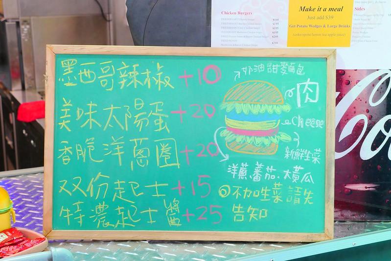 32920947815 1c5c3b428a c - 【熱血採訪】堡彪專業美式漢堡:看電影也能享受外帶豪邁工業風漢堡!每層6.5盎司三倍純牛肉起司漢堡真材實料好推薦!