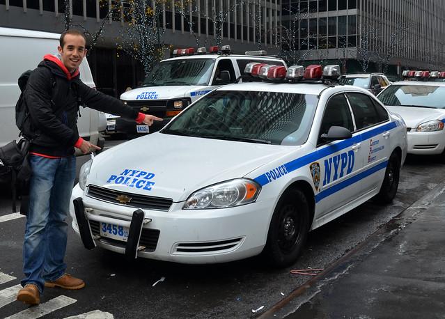 Con un coche de la policia de Nueva York