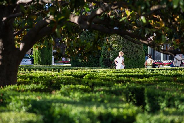 Jardines de sabatini palacio real explore fernando for Jardines sabatini