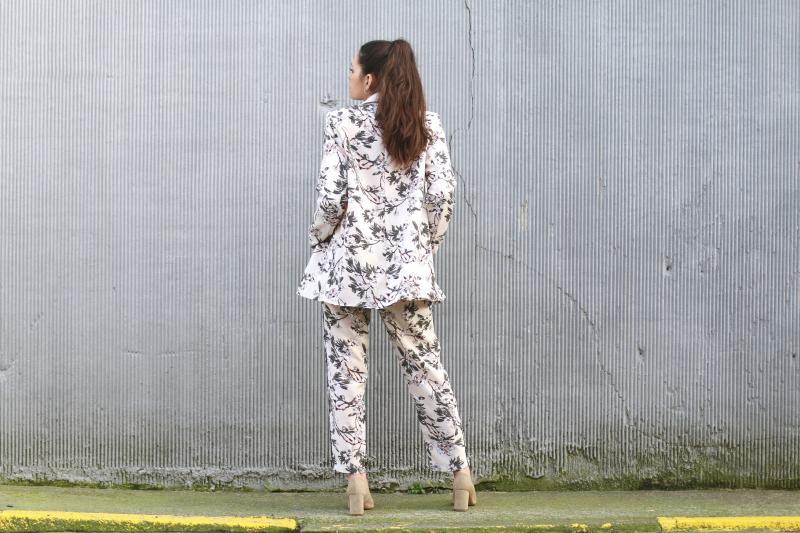 traje-chaqueta-flores