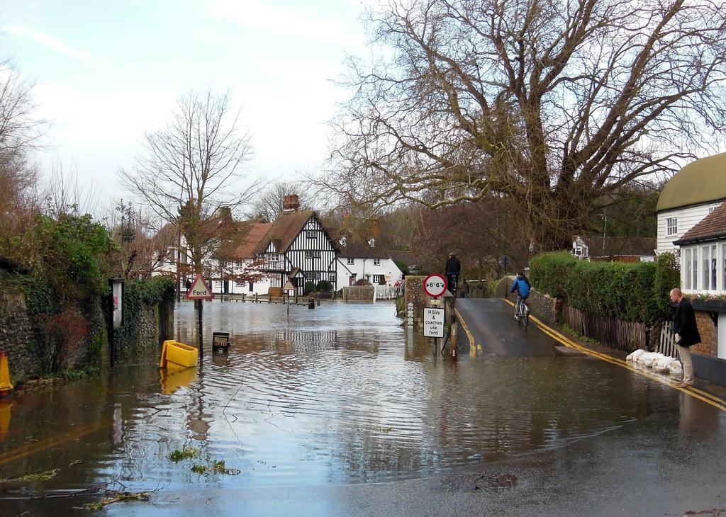 7148 eynsford in flood  christmas eve