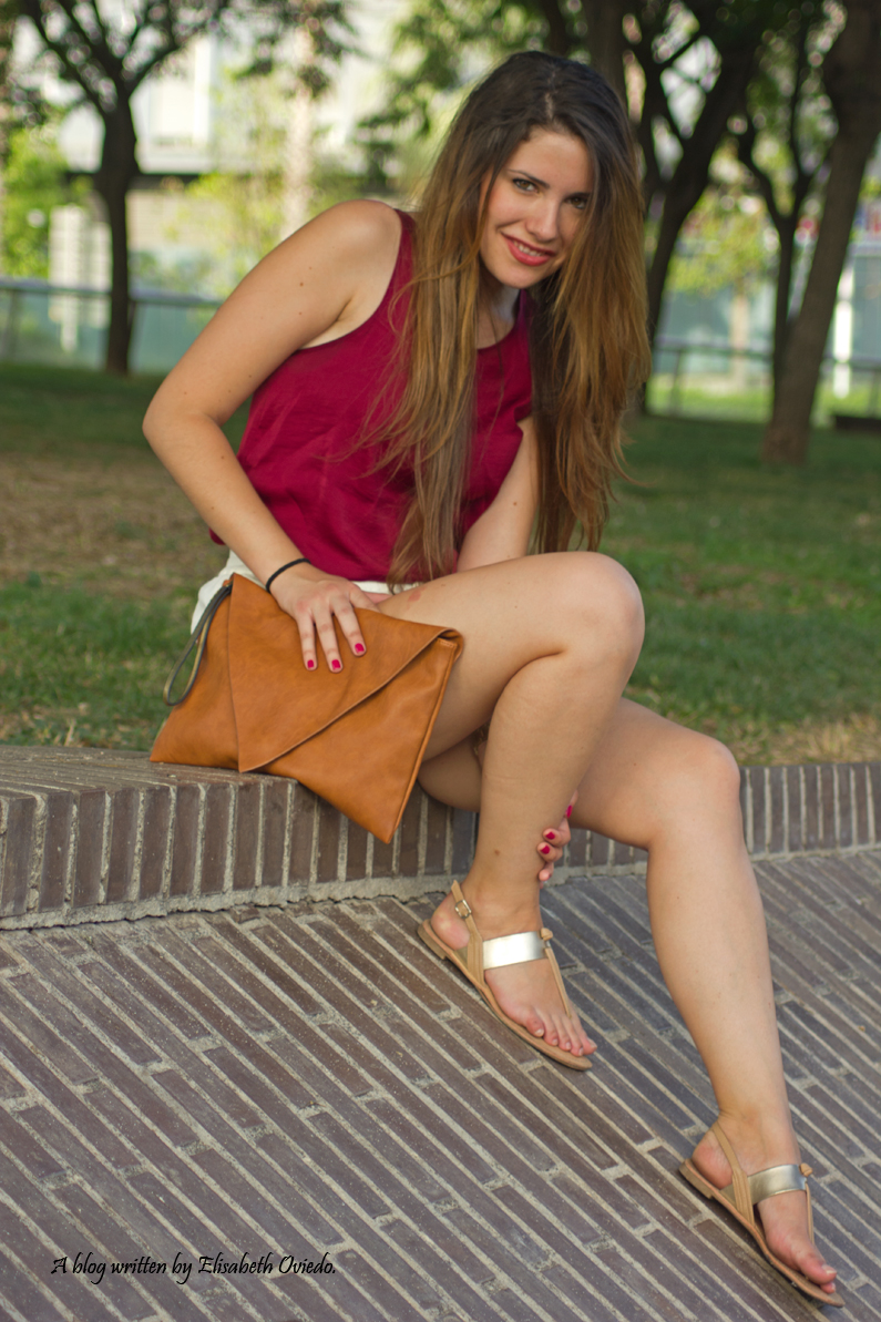 shorts blancos camiseta burgundy clutch pull and bear stradivarius HEELSANDROSES (8)