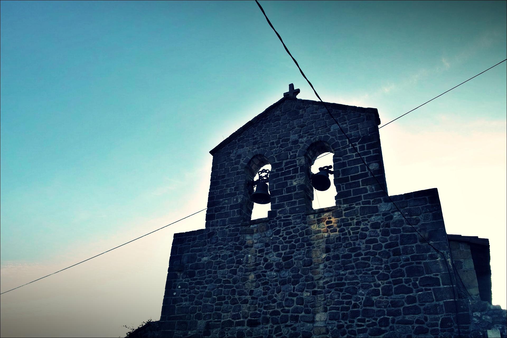 성당 종-'카미노 데 산티아고 북쪽길. 카스트로 우르디알레스에서 리엔도. (Camino del Norte - Castro Urdiales to Liendo) '