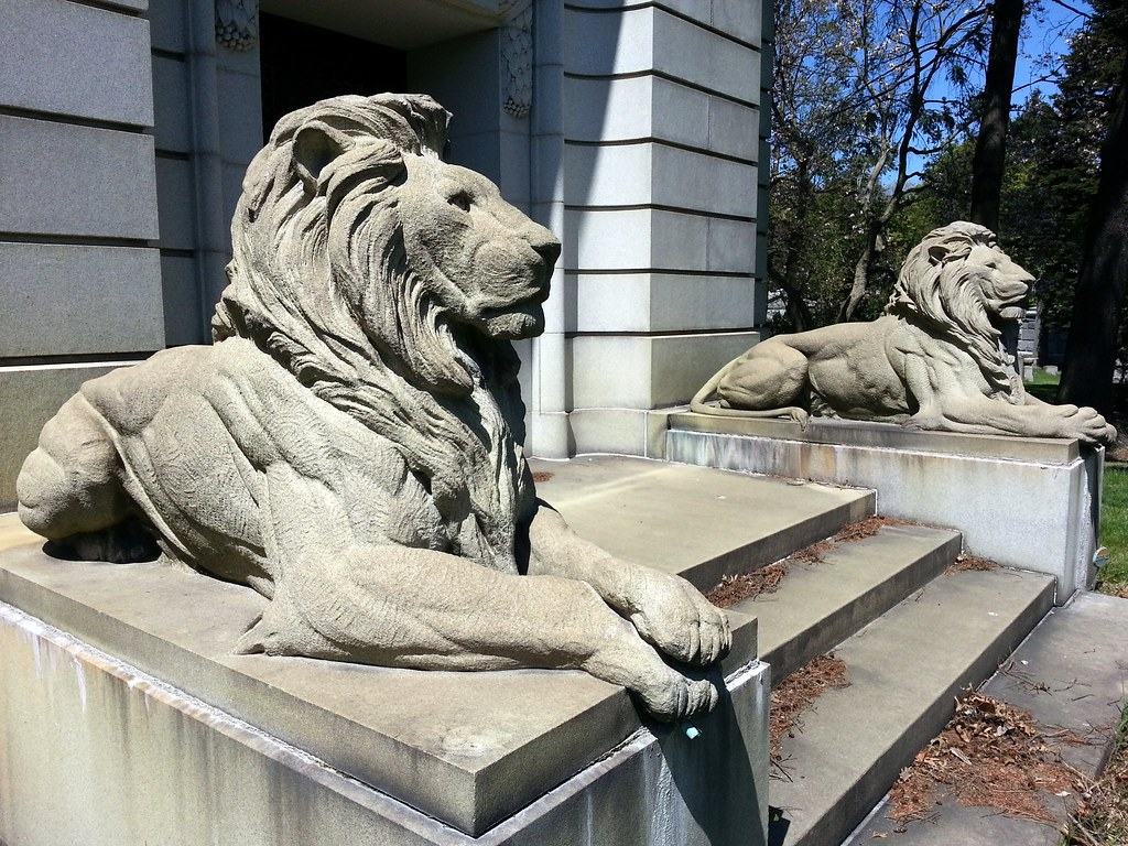 Well-muscled lions | Guarding the tomb of George Ehret ...