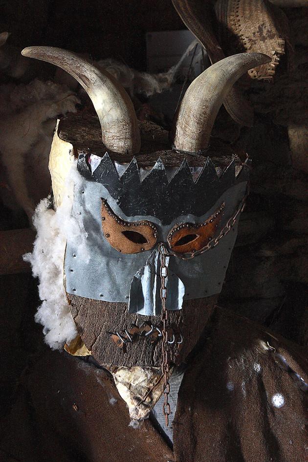 Diablo de villanueva de valrojo los carnavales de for Trazado sinuoso