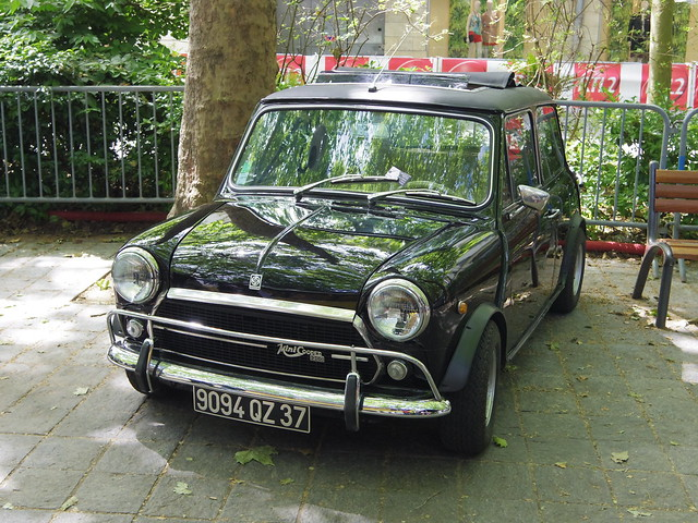 austin mini cooper 1300 de 1979 9094 qz 37 16 juin 2013 grand prix de tours boulevard. Black Bedroom Furniture Sets. Home Design Ideas