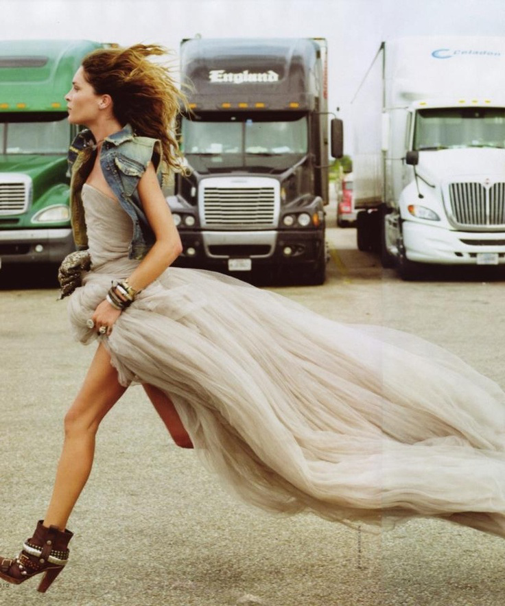 falda tul corriendo