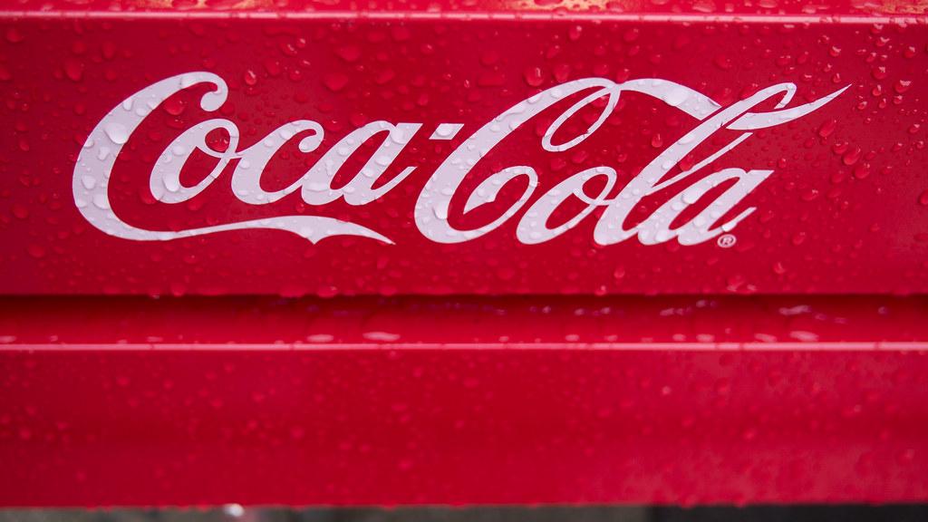Coca Cola Bench After The Rain Umeda Umeda Kita Ku Osak Flickr