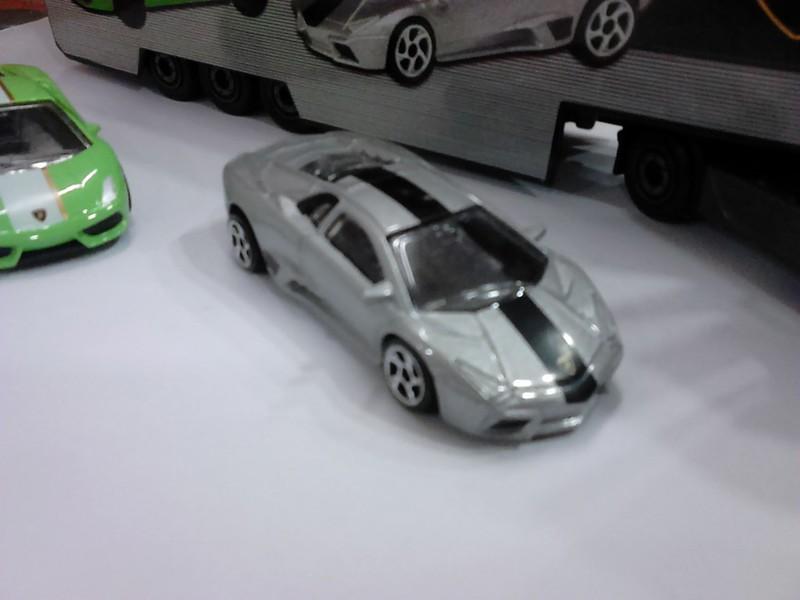 N°3A97 Mercedes-Benz Actros Lamborghini.  18993630289_d6aab90ec6_c