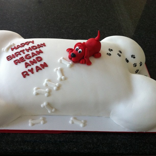 Clifford The Big Red Dog Cake Pan