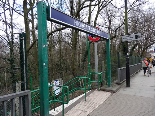 14l - Upper Highgate station sign