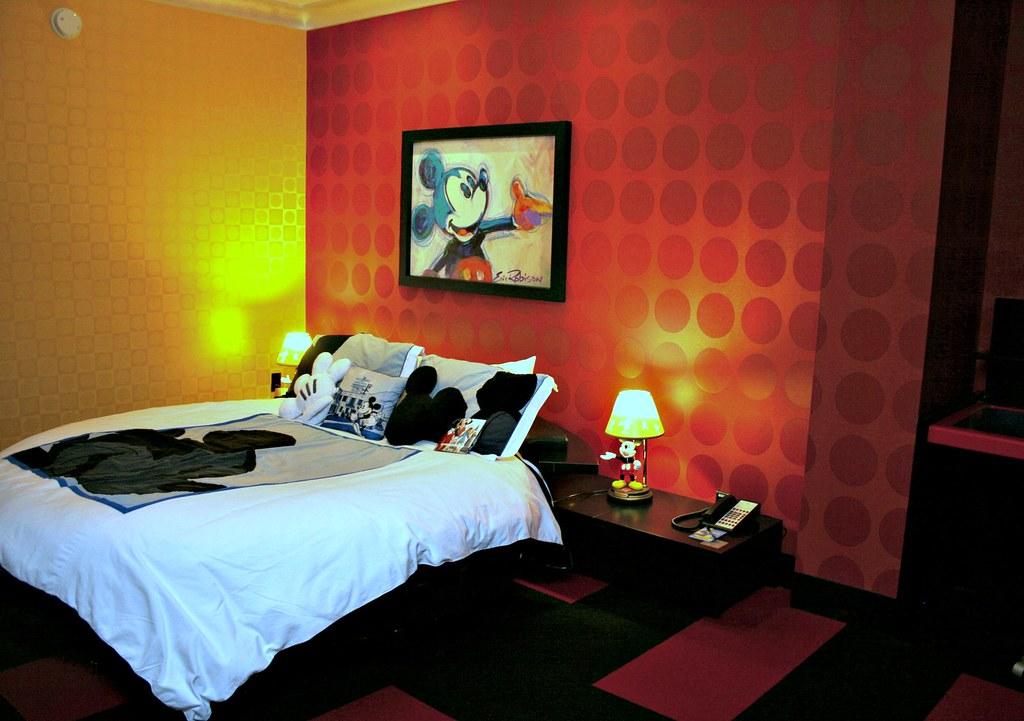 Mickey penthouse guest bedroom disneyland hotel signature flickr for Disneyland hotel 2 bedroom suite