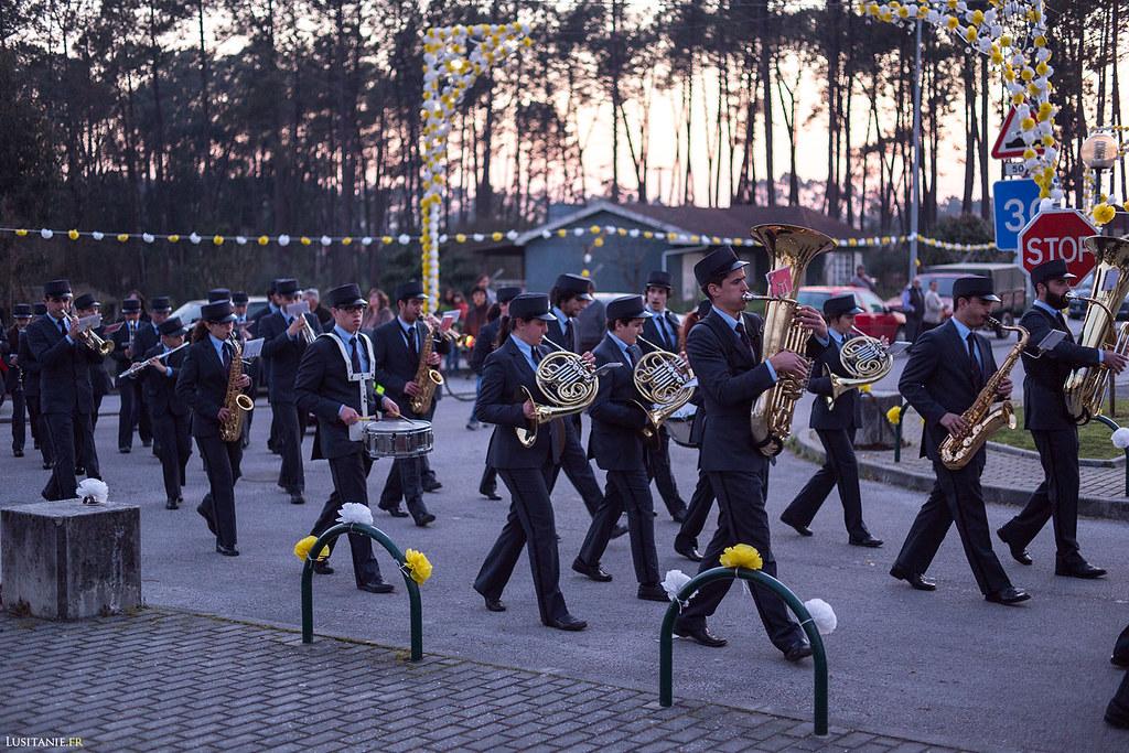 L'orchestre fait partie du défilé.