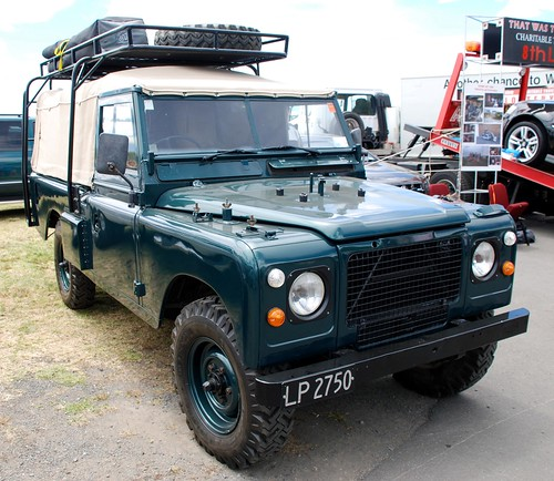 NZ Army V8 Landrover | by lancef2