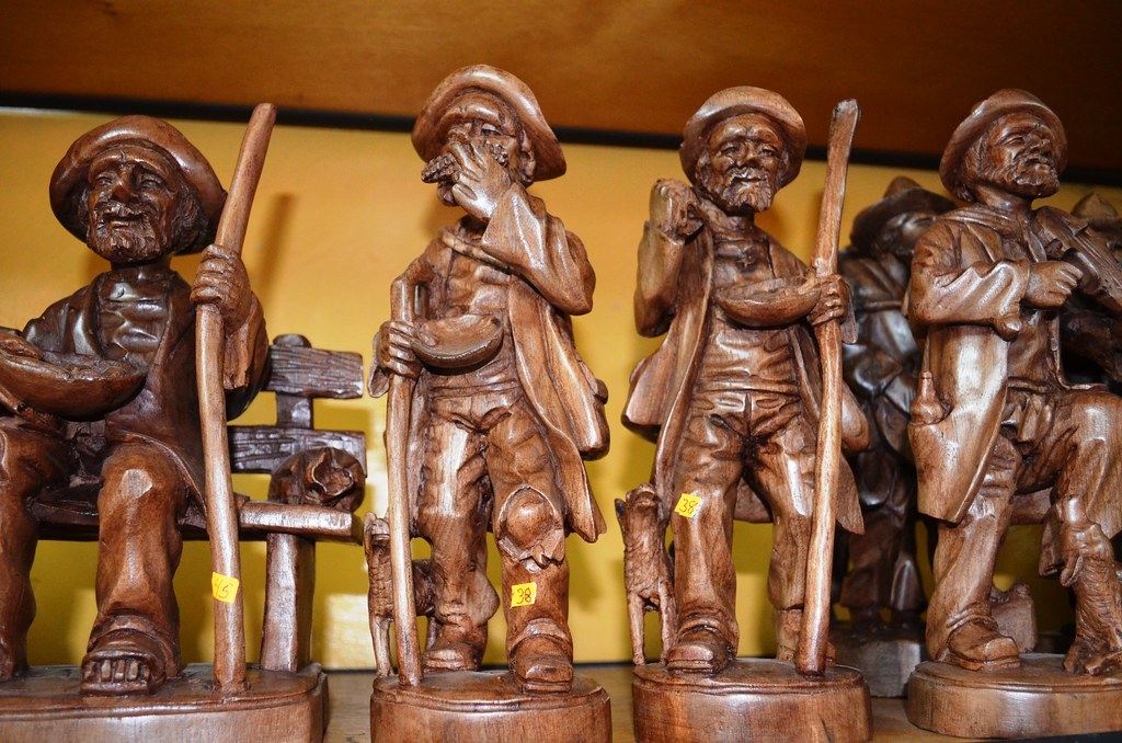 Artesan a en madera 2 san antonio de ibarra ecuador flickr Artesanias en madera