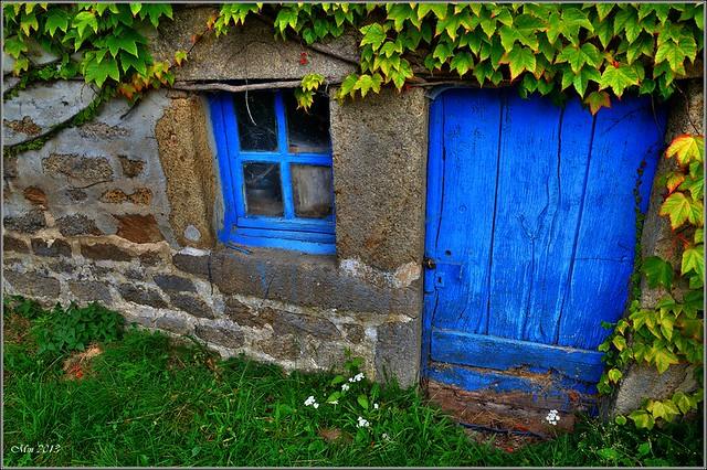 C 39 est une maison bleue adoss e la colline on y vient pied on ne frappe pas ceux qui - Maison bleue mobel ...