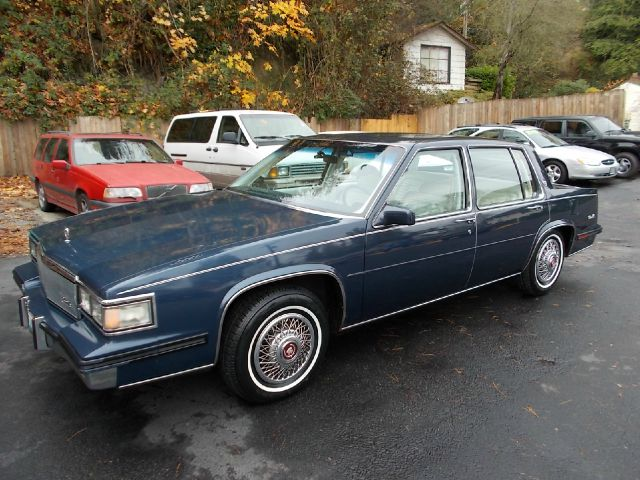 1985 Cadillac Sedan deVille   My dads CDV had the same ...