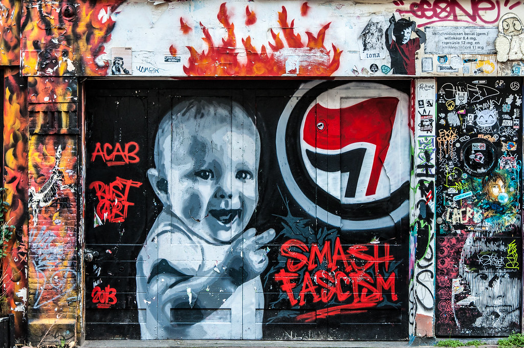 Des Bombes De Peintures Pour Dessiner Des Bébés Ou Des Petits Chats à  Amsterdam. Photo. U003e