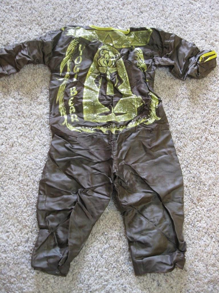 hb_yogi_costume2