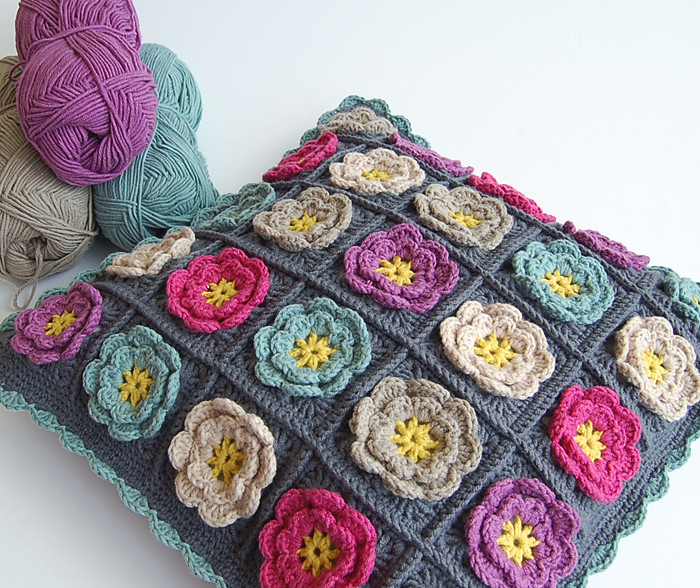 Flower granny square pillow My blog: dada4you.blogspot ...