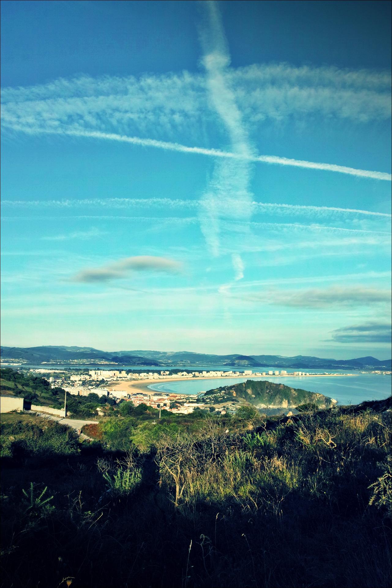 도시 위로 승천하는 구름-'카미노 데 산티아고 북쪽길. 리엔도에서 산토냐. (Camino del Norte - Liendo to Santoña) '