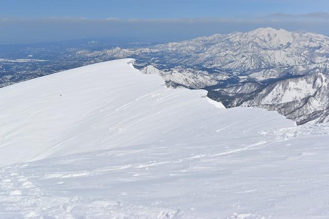 守門岳・大岳から眺める中津俣の雪庇
