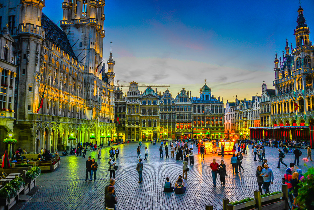 Grand place grote markt brussels belgium at night flickr for Bruxelles piscine