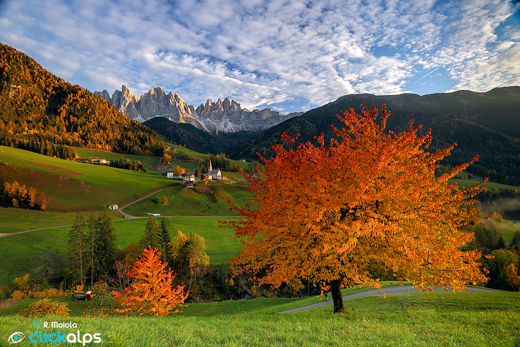 The symbol of south tyrol the odle mountain peaks and for Immagini autunno hd
